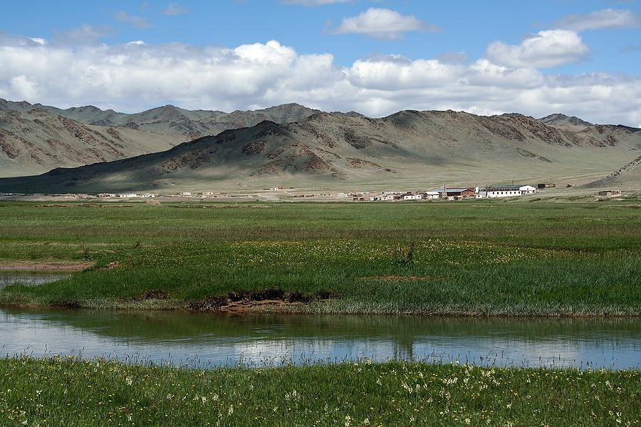 bigstock Small Town In Mongolia 706991 - Resor till Mongoliet